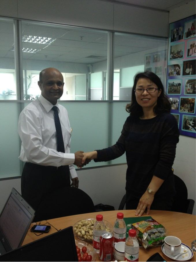 Landee GM Vivian Chen Shake Handes With Sri Lanka client Mr Rsd.